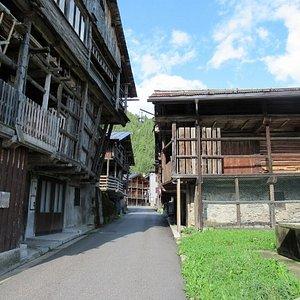 Tra i tabià del borgo