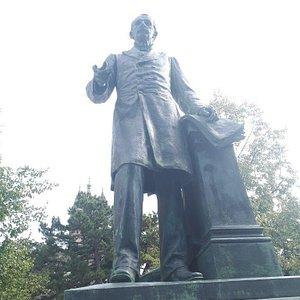 Louis Ruchonnet Statue
