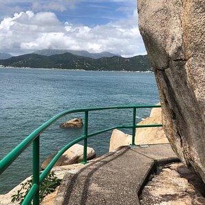 The path to the Cheung Po Tsai cave takes you past some pretty dramatic coastline