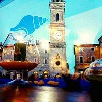 La piazza in blu