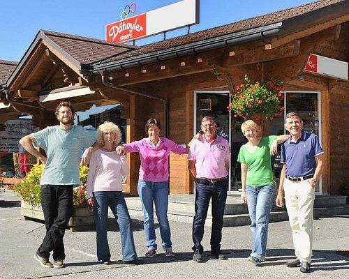 Dätwyler Sport à Villars-sur-Ollon (canton de Vaud). Entreprise familiale depuis 1965 avec Jean-Daniel et Michel Dätwyler sur la droite, Céline pour la 3ème génération.