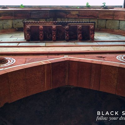 """Photo by @surabhsanjeev """"Arab Ki Sarai"""" is a gateway at Humayun's tomb Complex. It is made of Red Sand Stone and about 30 m high. Humayun's tomb is beautiful place and it's listed in UNESCO World Heritage site. we cannot describe its beauty in words because it's famous in its self. There are lots of things to be explore at this complex.  Free Enquiry Helpline: travelinghelpline@gmail.com (24/7) Hours"""