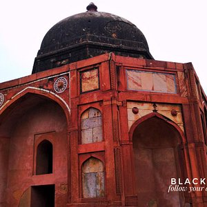 """Photo by @surabhsanjeev """"The Afsarwala tomb complex consists of a tomb and mosque, located inside the Humayun's Tomb complex in Delhi.Humayun's tomb is beautiful place and it's listed in UNESCO World Heritage site. we cannot describe its beauty in words because it's famous in its self. There are lots of things to be explore at this complex.""""  Free Enquiry Helpline: travelinghelpline@gmail.com (24/7) Hours"""