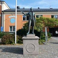 Statyn ''Peter Wieselgren'' vid Vattentorget i Växjö