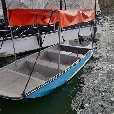Bote para salir de pesca o simplemente navegar por el embalse; tu mismo lo conduces, máximo 6 personas por un precio increíble... preguntamos por ella