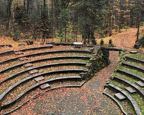 L'amphithéâtre et sont entrée