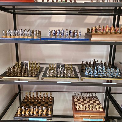 House of chess also stocks a wide range of chess sets suitable for display.