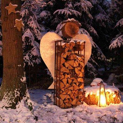 Engel Holzständer im Schnee