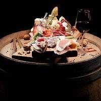 Tagliere di Alta Montagna, selezione del giorno di salumi e formaggi provenienti dalle vallate Piemontesi e Valdostane