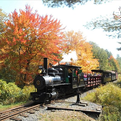 While any time of year is great to visit the WW&F Railway in Alna, Maine, autumn is one of our favorites.