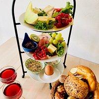 Unser Turteltaubenfrühstück - der Klassiker für zwei auf der Etagere