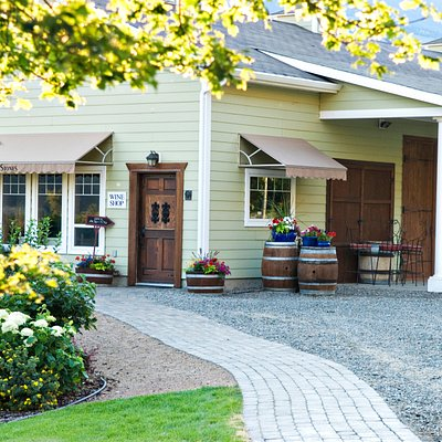 We welcome you to our tasting room!