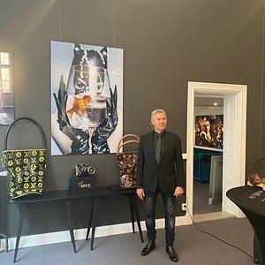 Joe Labero på Gallery86 i Stockholm.