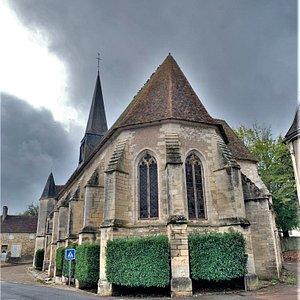Accueillante, ouverte à la visite, cette église reste austère et dévorée par l'humidité. Classée depuis 1923 par les M.H. cette église gothique fut construite à la fin du 15ème et au début du 16ème siècles, à l'emplacement d'une source permanente, cause de l'humidité qui règne dans l'édifice. Elle a remplacé une église romane détruite pendant la guerre de cent ans.