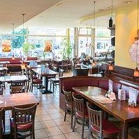 Gastronomie à la Schweinske ist längst auf der südlichen Seite der Hamburger Elbe angekommen: Neben Harburg besitzt auch der südwestliche Stadtteil Neugraben sein eigenes Schweinske-Restaurant. Zur Freude der Bewohner: Mit leckeren Speisen, freundlichem Service und der gemütlichen Atmosphäre kommt Schweinske in Neugraben seit 2006 gut an. In der unmittelbaren Nähe des Einkaufszentrums und des Bahnhofs und mit zahlreichen Parkplätzen ist das Restaurant bestens zu erreichen.