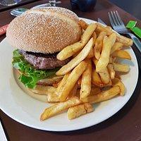 Burger frites, très bon.