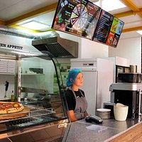 В сентябре заходили покушать пиццу и попить кофе в Pizza City. Пицца и кофе вкусные ) Девушки у кассы приветливые. Правда, не сразу обращают внимание на новых посетителей. Может, это после карантина? )