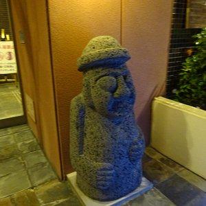 入口の石像