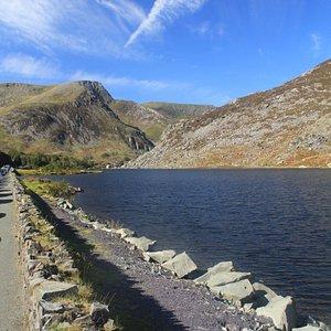 Llyn Ogwen circular walk  Ogwen Cottage, Nant Ffrancon, Bethesda, LL57 3LZ 2.9 miles (4.6 km);