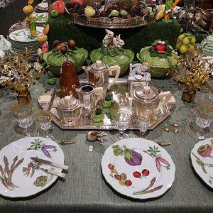 Porcelaine peinte main  Soupières en barbotine Verres cristal Baccarat XIXe Olivier centre de table