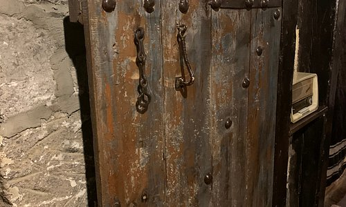 """There are two handles on the door. First one is like a chain and hitting on wooden door indicating """"I am a woman, if there is a woman inside open the door or else do not open it"""". Second one is hitting another metal part and causing a stronger noise indicating """"I am a man if there is no man inside do not open the door"""""""