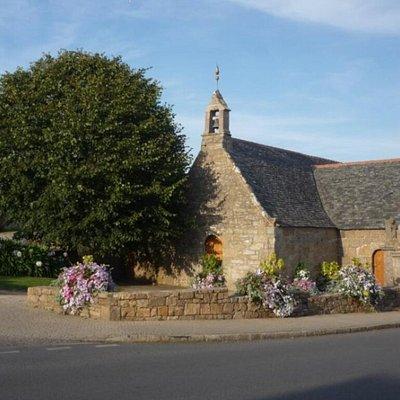 Chapelle Sainte Anne des rochers à Trégastel Coeur de la Côte de Granit Rose.