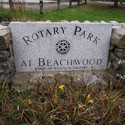 ME - KENNEBUNKPORT - ROTARY PARK - STONE SIGN