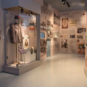 """Through the exhibited artifacts, the exhibition """" Timeline of Leskovac Area – Leskovac- Serbian Manchester 1878-1941″ shows the dual character of the city: national costumes on the one hand, and tailcoats made of English cloth, on the other; in one place the tenacious survival of archaic crafts, and the dealership of """"Standard Oil"""" at another, inconspicuous and dilapidated cafes on the periphery with barns in the yard, and in the center the competition of hotels """"Kostić"""" and """"Paris""""."""