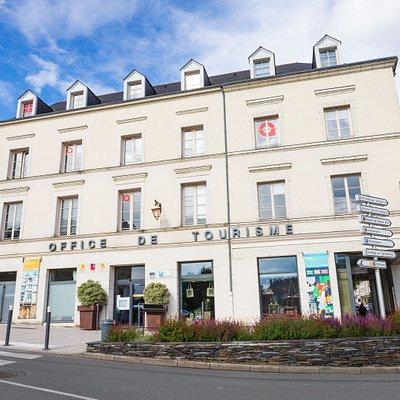 Office de tourisme d'Angers, place Kennedy à côté du Château d'Angers © Destination Angers