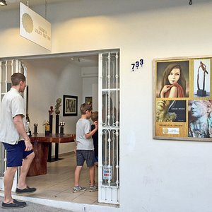 Galeria Golden Section, Puerto Vallarta art district. Display a selected, exceptional & affordable art by established and emerging Mexican & Latin American artists.  If you already are in the heart of Puerto Vallarta, you are invited to join this lovely gallery, just across the street of Café des Artistes Restaurant, just 3 blocks away from the Boardwalk.