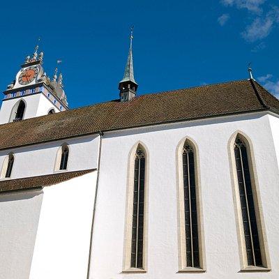 In den Jahren 1471 bis 1477 wurde die heutige Kirche anstelle eines kleineren Vorgängerbaus errichtet. Die Steine stammen mehrheitlich von der abgebrochenen Burg Obergösgen und wurden auf der Aare herbeigeschafft.