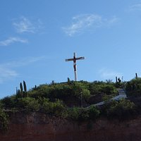 Вид на крест с улицы
