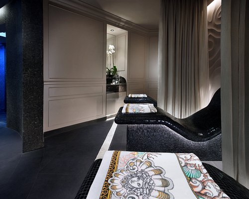 Discover an astounding selection of treatments using high end luxury brands from across the world. Our offerings include result driven facials, luxury holistic massages, softening and energizing body treatments and Moroccan hammam.