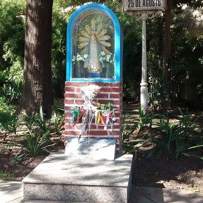 Virgen de Lujàn en Plaza 25 de Agosto: Barrio Villa Ortùzar, Ciudad de Buenos Aires- Argentina 2020.