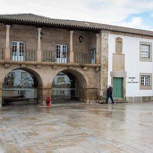 Fachada do Museu da Terra de Miranda.