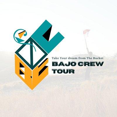 Logo utama bajocrew tour adalah sebuah kotak yang terbuka.