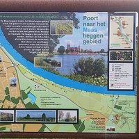 WANDELEN LANGS DE MAAS  De Maasheggen zijn van cultuurhistorische waarde. Loop vanaf Cuijk naar het klooster van Sint Agatha en terug. Bezoek ook de kloostertuin.