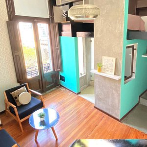 Suite # 305  Placard Desk Frigobar Safety box Double bed Double height ceilings 32 'plasma tv with cable Armchairs with coffee table Hydromassage bathtub Air conditioning (hot / cold) Large windows facing the street and natural light with a balcony  Optional: additional bed