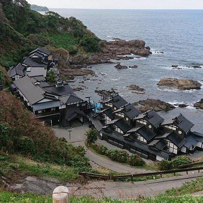 石川県珠洲市の青の洞窟とランプの宿。