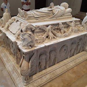 Lo mejor el mausoleo del Cardenal Cisneros