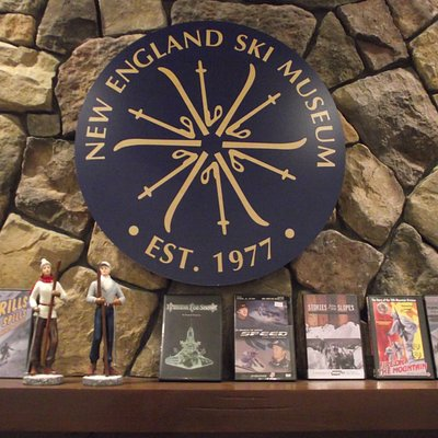 NH – NORTH CONWAY- N.E. SKI MUSEUM – DISPLAY IN LIBRARY