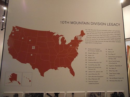 NH – NORTH CONWAY- N.E. SKI MUSEUM – INFO BOARD ON THE MOUNTAIN DIVISION LEGACY