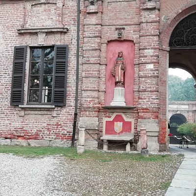 statua ingresso rocca brivio