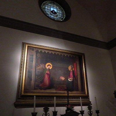Copia dell'Annunciazione che si venera nella basilica della SS.Annunziata; opera seicentesca eseguita da Cristofano Allori (nella cappella posta alla fine della navata, a dx)