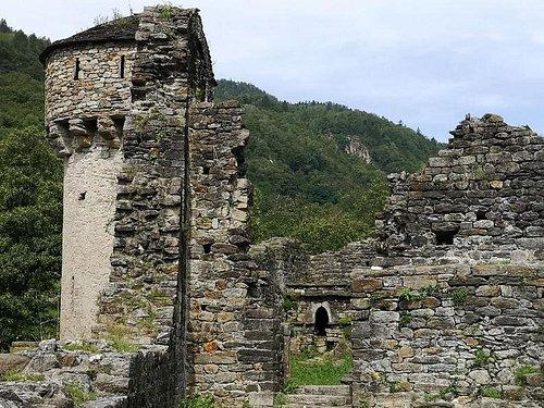 Semione - Castello di Serravalle (rovine / ruines) - Val Blenio - canton Ticino