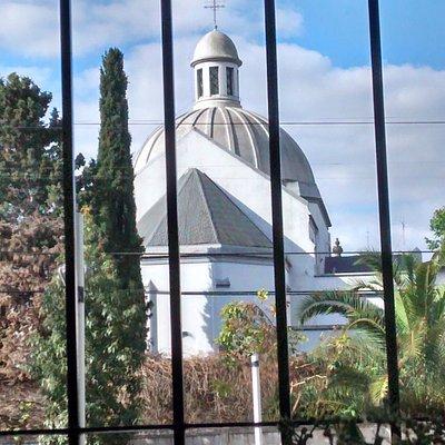 Vista de la Cùpula del Monasterio del Santìsimo Corpus Christi y San Juan de la Cruz : Barrio de Colegiales, Ciudad de Buenos Aires- Argentina 2020.