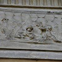 Bas-relief en façade