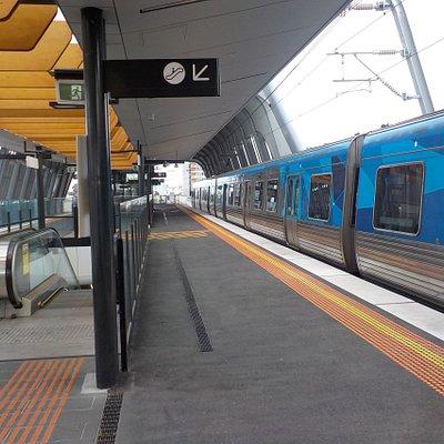 Train bound for Pakenham
