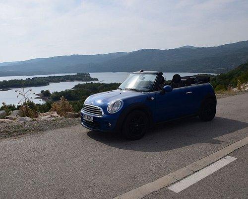 Кабриолет в Черногории на своем месте.