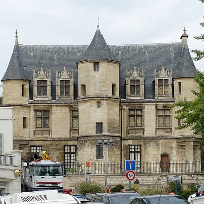 Musée Tavet-Delacourt is in autumn 2020 closed due to renovations